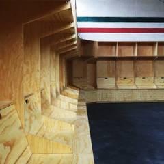 體育館 by Maquiladora de Muebles, 簡約風 木頭 Wood effect