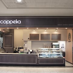 CONFITERÍA COPPELIA FLORIDA CENTER: Cocinas equipadas de estilo  por ESTUDIOFES ARQUITECTOS, Clásico Madera Acabado en madera