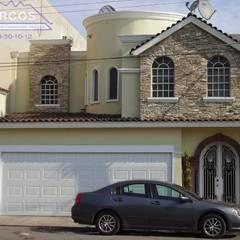 Algunos de nuestros  proyectos mas recientes: Casas unifamiliares de estilo  por Planos y Servicios de Arquitectura