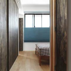 Dormitorios pequeños de estilo  por 木耳生活藝術