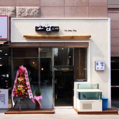 Restaurantes de estilo  por IDA - 아이엘아이 디자인 아틀리에, Rústico Tableros de virutas orientadas
