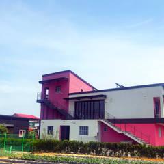 양양 핑크비치 펜션 건축: IDA - 아이엘아이 디자인 아틀리에의  호텔,모던 OSB