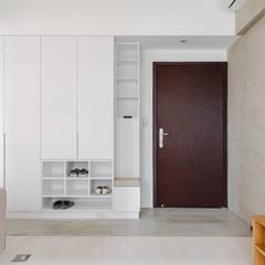 ระเบียงและโถงทางเดิน โดย 文儀室內裝修設計有限公司, มินิมัล ไม้ Wood effect