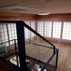주택건축 -모던한옥디자인: IDA - 아이엘아이 디자인 아틀리에의  서재 & 사무실,에클레틱 (Eclectic) 우드 우드 그레인