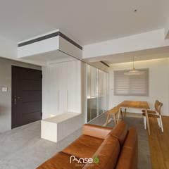 Corridor, hallway by 六相設計 Phase6,