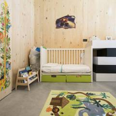 Dormitorios pequeños de estilo  por estudoquarto s.r.l.