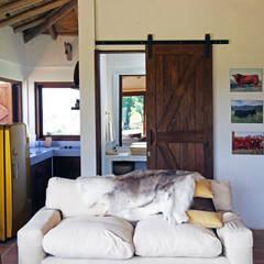 Casa AV, Etapa 1: Salas de estilo  por Gamma, Rústico