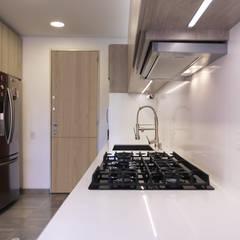 Baño y Cocina SG: Cocinas de estilo  por Gamma, Minimalista Madera Acabado en madera