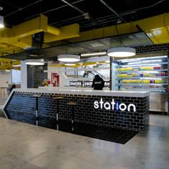 Station, Domo i: Espacios comerciales de estilo  por Gamma,