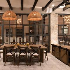 اتاق غذاخوری توسطNATALIA MENACHE ARQUITECTURA