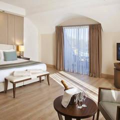 飯店 by KALYA İÇ MİMARLIK \ KALYA INTERIOR DESIGN, 古典風 木頭 Wood effect