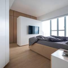 VM's RESIDENCE Minimalist bedroom by arctitudesign Minimalist