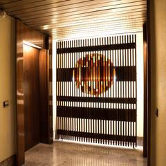 Puertas de estilo  por M-Arte,
