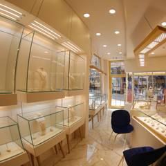 Damla Vurguncu İç Mimarlık – SERKAN KUYUMCULUK & MÜCEVHERAT-UYGULAMA:  tarz Dükkânlar, Modern Granit
