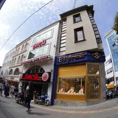 Damla Vurguncu İç Mimarlık – SERKAN KUYUMCULUK & MÜCEVHERAT-UYGULAMA:  tarz Dükkânlar, Modern Aluminyum/Çinko