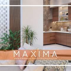 Maxima Studio Medan Interior Design & Arsitek의  빌트인 주방, 미니멀 우드 우드 그레인