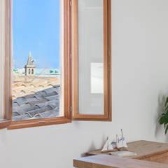 Dining room by Fiol arquitectes, Mediterranean