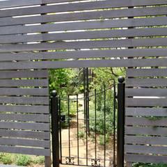 Jardines frontales de estilo  por 株式会社Garden TIME, Rural Madera Acabado en madera