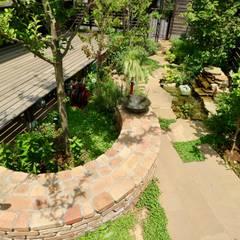 Jardines frontales de estilo  por 株式会社Garden TIME, Rural Ladrillos