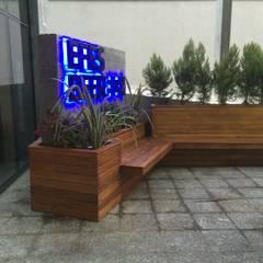 Hazine Dekorasyon – wolkswagen arena efes pilsen etkinlik alanı:  tarz Ön avlu, Modern Masif Ahşap Rengarenk