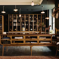 The Bond Street Haberdashery by deVOL من deVOL Kitchens كلاسيكي خشب نقي Multicolored