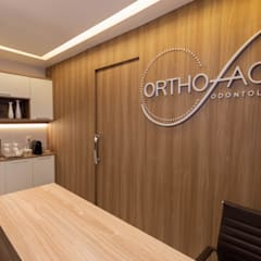 Clinics by LOPES ARQUITETOS ASSOCIADOS, Classic Wood Wood effect