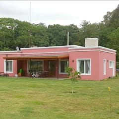 منزل عائلي صغير تنفيذ Julian Marini Arquitecto,