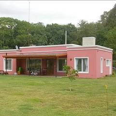 Casas unifamiliares de estilo  por Julian Marini Arquitecto,