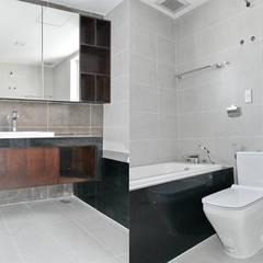CĂN HỘ THE RIVERSIDE RESIDENCE QUẬN 7:  Phòng tắm by VAN NAM FURNITURE & INTERIOR DECORATION CO., LTD.,
