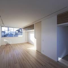 藤井寺の家: 岩井文彦建築研究所が手掛けた書斎です。,ミニマル
