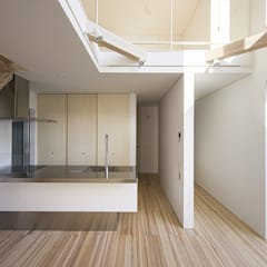 藤井寺の家: 岩井文彦建築研究所が手掛けたシステムキッチンです。,地中海