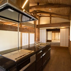 Small kitchens by 岩井文彦建築研究所, Asian