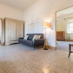 الممر والمدخل تنفيذ Mirna Casadei Home Staging,