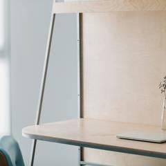 小空間的低預算整理術,巧妙的隔間簾示範|遮光布簾.捲簾:  書房/辦公室 by MSBT 幔室布緹,