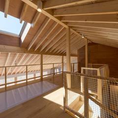 稲穂の家: 安田建築設計事務所が手掛けた子供部屋です。,モダン