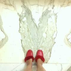 ELAVIA:  Floors by Neha Changwani,Modern Marble