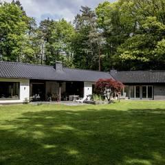 Casas unifamiliares de estilo  por schueller.innenarchitektur.de, Clásico Caliza