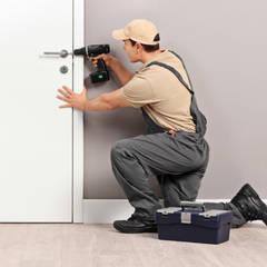 Inside doors by Serrurier Expert, Modern