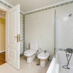 Moradia de Luxo na Penha Longa Casas de banho ecléticas por ImofoCCo - Fotografia Imobiliária Eclético