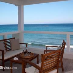 Terraza con vistas panorámicas: Balcón de estilo  de NavarrOlivier,