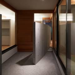 此花の平屋/House in Konohana: 藤原・室 建築設計事務所が手掛けた壁です。,モダン