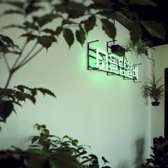 정통돼지갈비 돌탑갈비: 주식회사 큰깃의  벽,모던