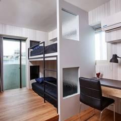 Dormitorios pequeños de estilo  por 安提阿設計有限公司 , Asiático