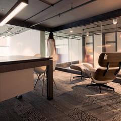 ユートンセン オフィス: PERCEPTonが手掛けたオフィスビルです。,ミニマル