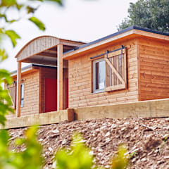 Muddy Farm to Classic Campsite:  Wooden houses by Building With Frames, Modern Wood Wood effect
