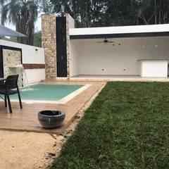 Alberca Santa Fe : Albercas de jardín de estilo  por Prissma construccion, Clásico