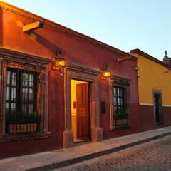 Hotels by De León Profesionales, Colonial