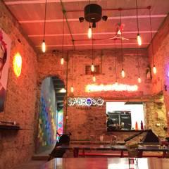 Restaurants de style  par De León Profesionales,