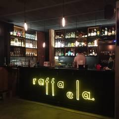 Bars & clubs by De León Profesionales,