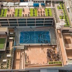 Mega Colegio Distrital Santa Librada Bogotá: Estudios y despachos de estilo  por Arquiteck y Asociados Ltda, Moderno